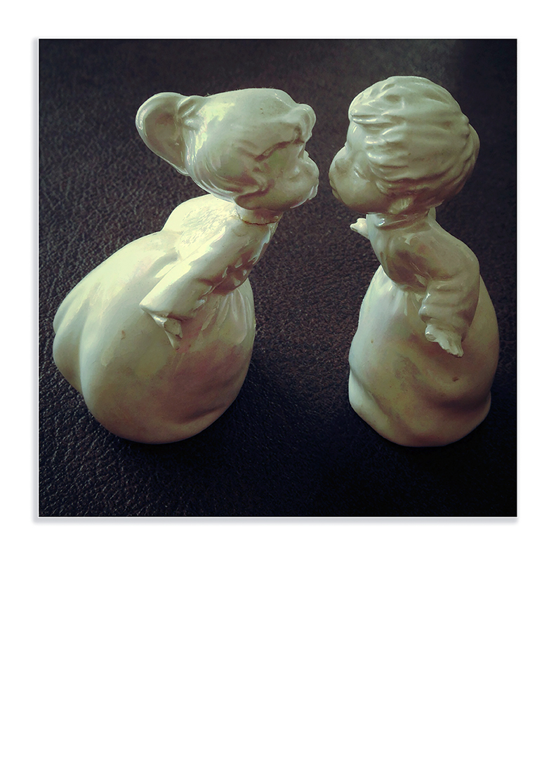 Treasures #28 kissing figurines